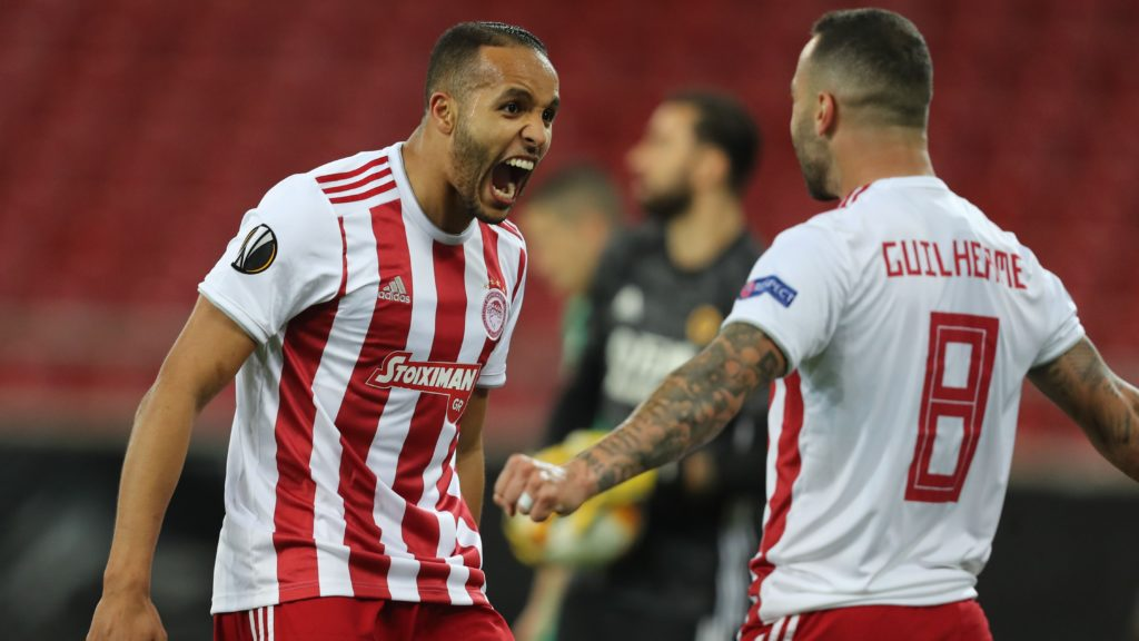10-man Olympiacos fights Wolves for a draw | Neos Kosmos