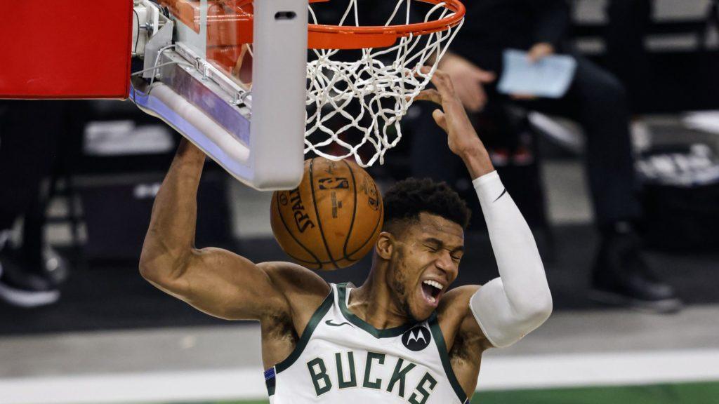 Giannis Antetokounmpo back on court for NBA playoffs, Bucks win second  playoff game | Neos Kosmos